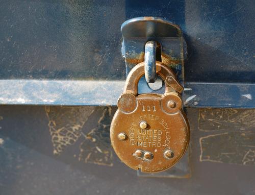 Old Lock y