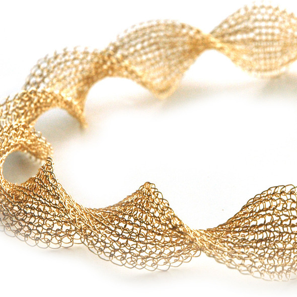 infinty necklace gold 1 detail