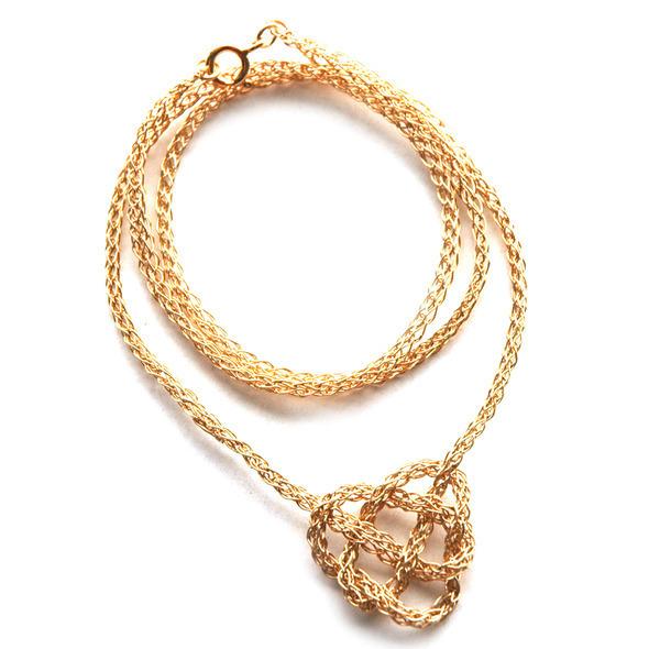 celtic heart crochet mecklace  1