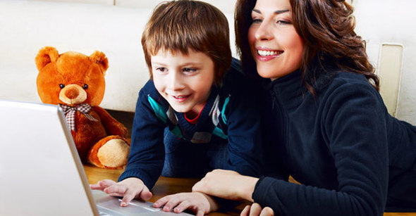 mother-child-computer-istock-630w