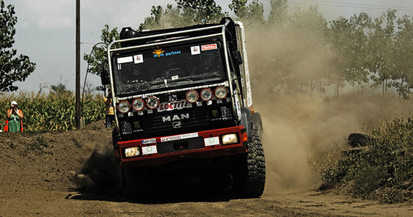 OPEL-DAKAR-TEAM-MAN
