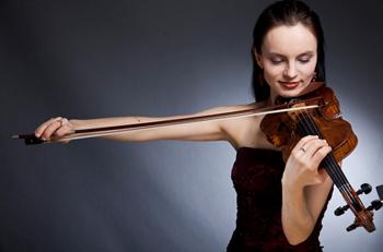 kinga violinist 01opt-med