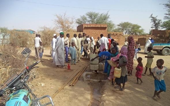 People-Water-Pump-Sudan-Saraf-Omra 1220x763