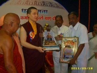 17th karmapa trinaley thaye dorje honored by sakya