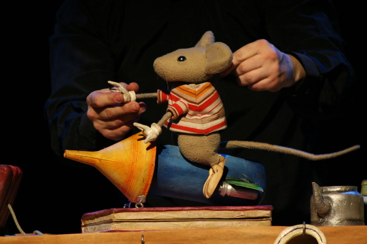 Um Ratinho e a Lua  Rafael Curci. divulgacao
