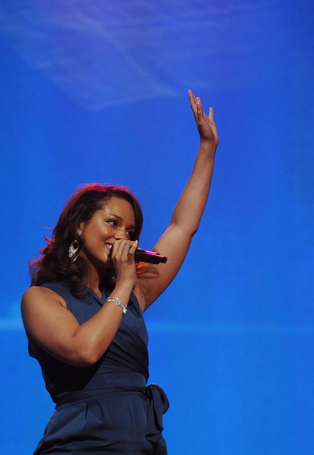 Alicia Keys live Walmart 9
