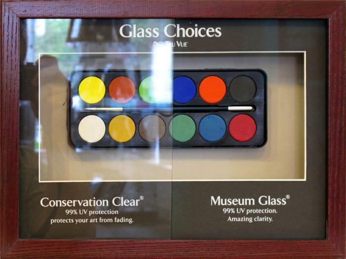 Museum glass display 1000x750