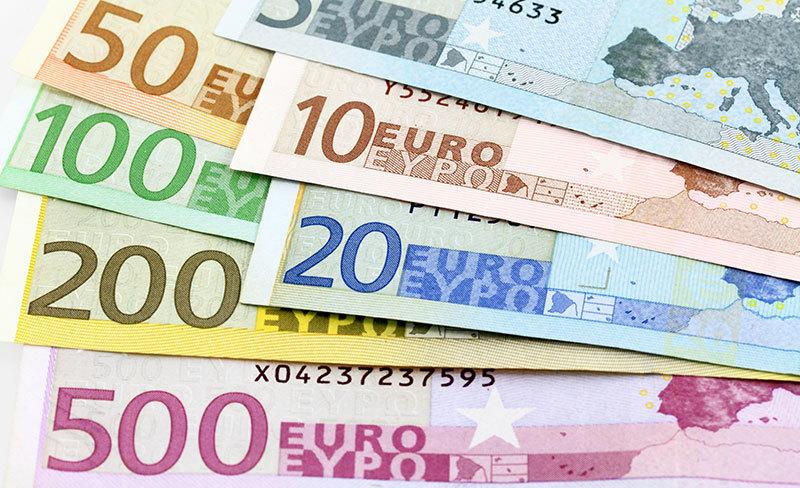Evro ne preneha slabeti  dolar najmocnejsi vse od leta 2003