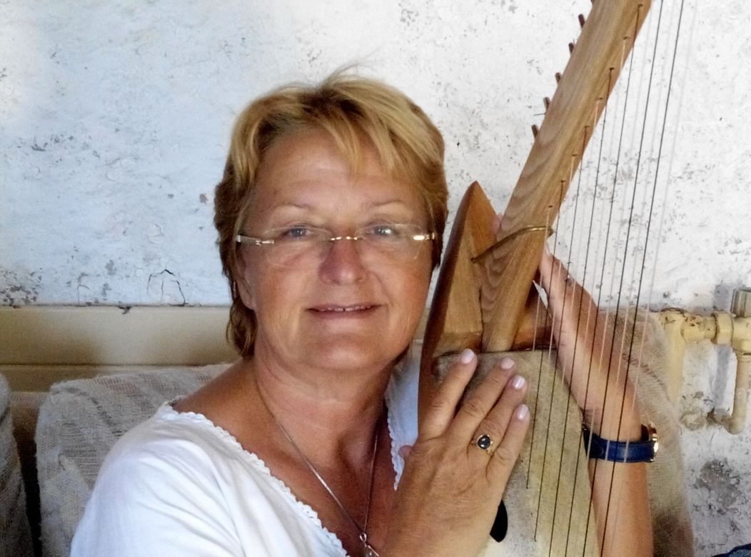 Maya Moussa with harp