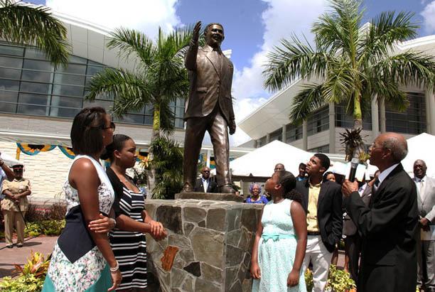 LPIA-Statue