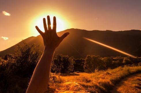 hand to sky.jpg.opt489x325o0 0s489x325