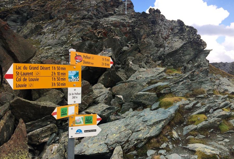 hikingsigns