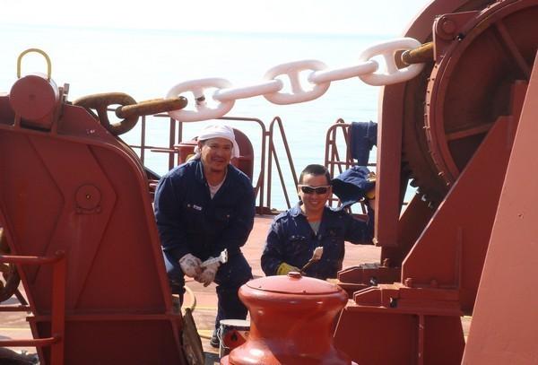 2011.10.12-pinoy-seafarers-work