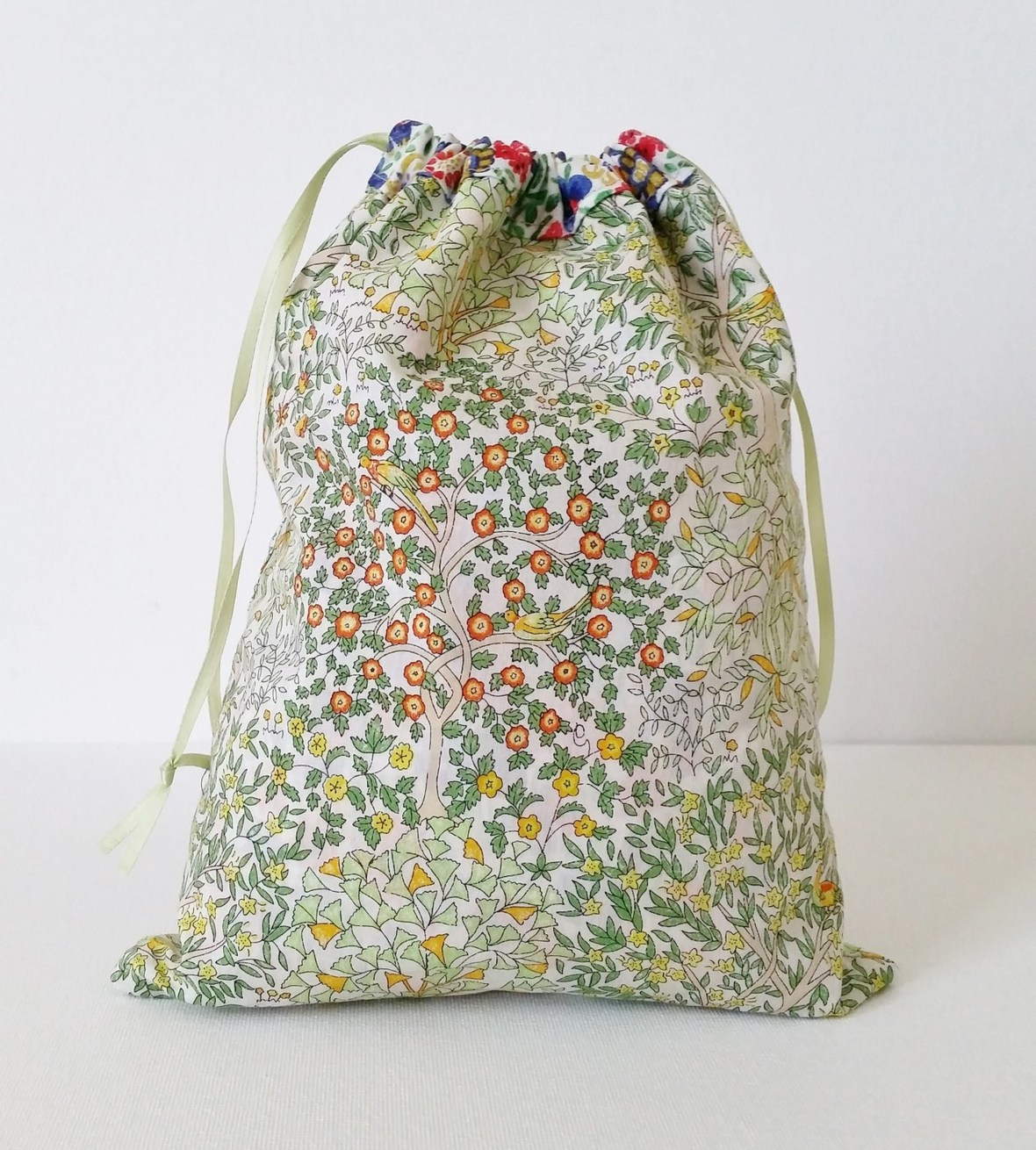 Mad-For-Fabric-Reversible-Drawstring-Bag-Display2