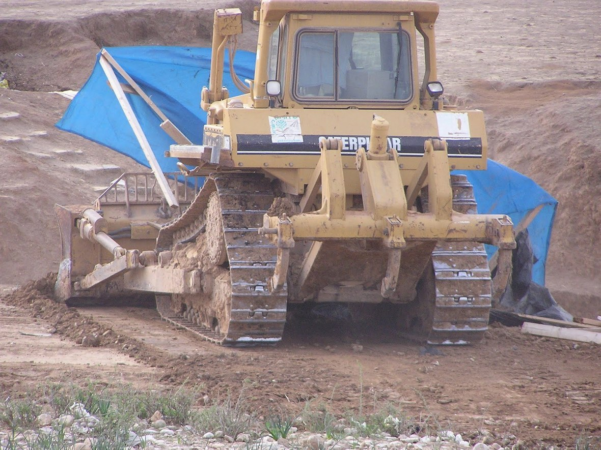 JNF Bulldozer in Al Arakib-2nd - 2-9-11 Dukium credit  1