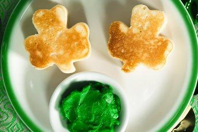 green shamrock pancakes 01