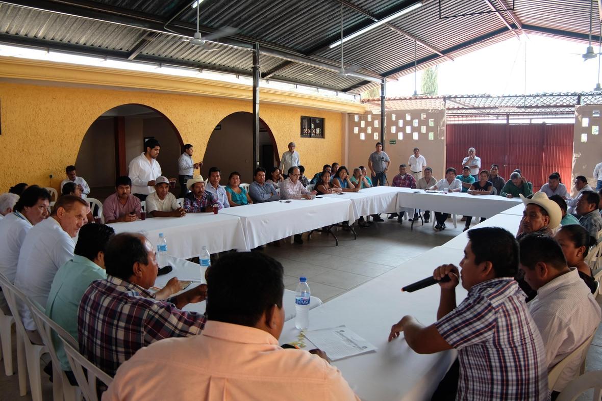 PRODUCTORES DEL NORTE DE VERACRUZ RECIBEN A ENVIADO DEL CANDIDATO HECTOR YUNES-02