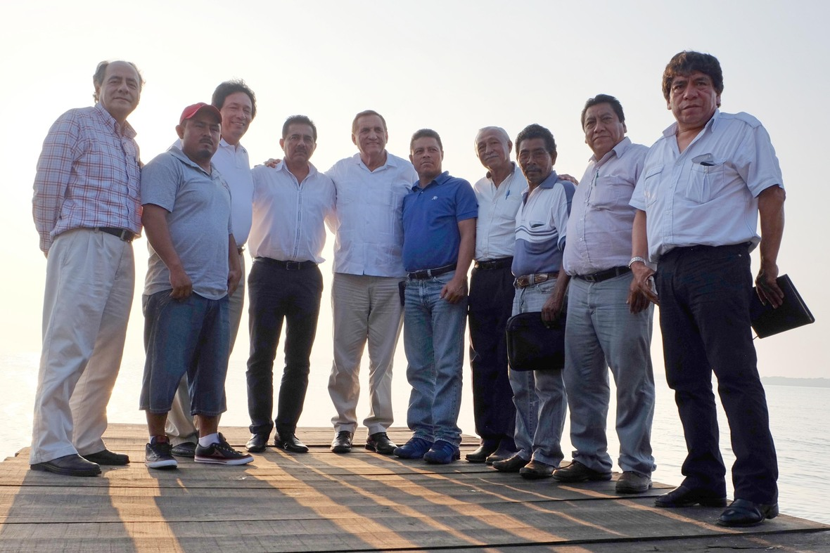 PRODUCTORES DEL NORTE DE VERACRUZ RECIBEN A ENVIADO DEL CANDIDATO HECTOR YUNES-03