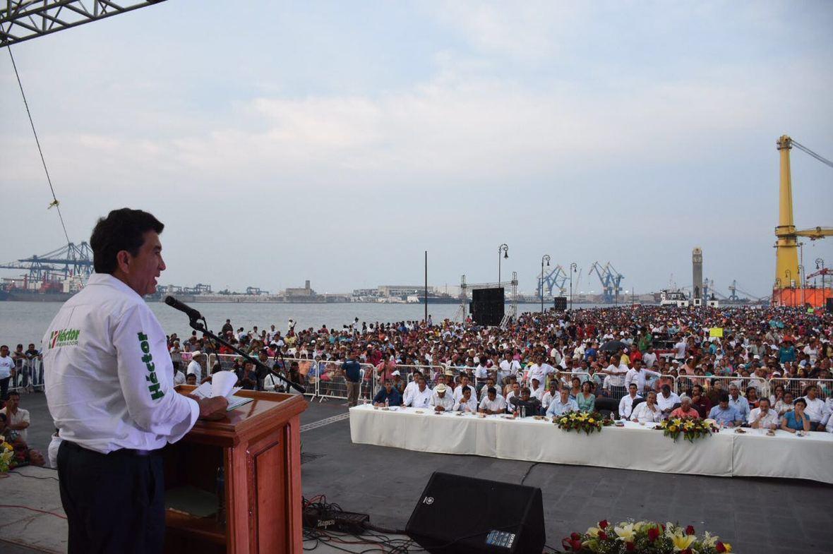 Hector Yunes Landa  Antorchistas  Veracruz  29-04-2016-01