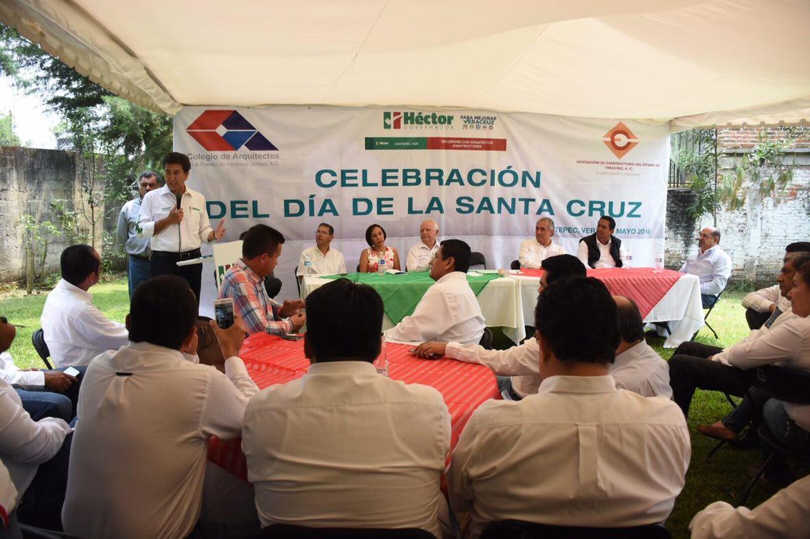 Hector Yunes Landa  encuentro con arquitectos  Coatepec  03-05-2016-02