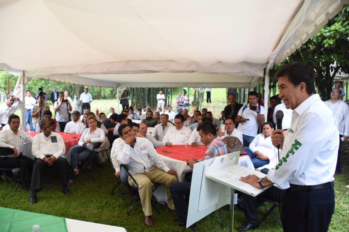 Hector Yunes Landa  encuentro con arquitectos  Coatepec  03-05-2016-01