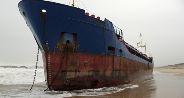 stranded-cargo-ship-620x330