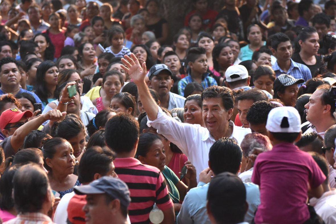 Hector Yunes Landa  Acayucan  11-05-2016-07