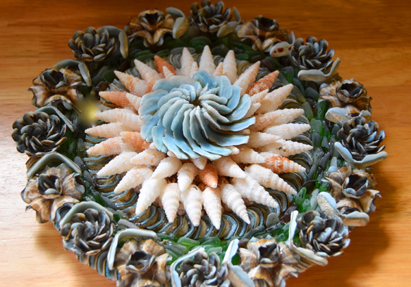 Wall-hanging-featuring-flowers-from-Blue-Chiton-shells
