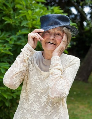 elderly-lady-with-hat