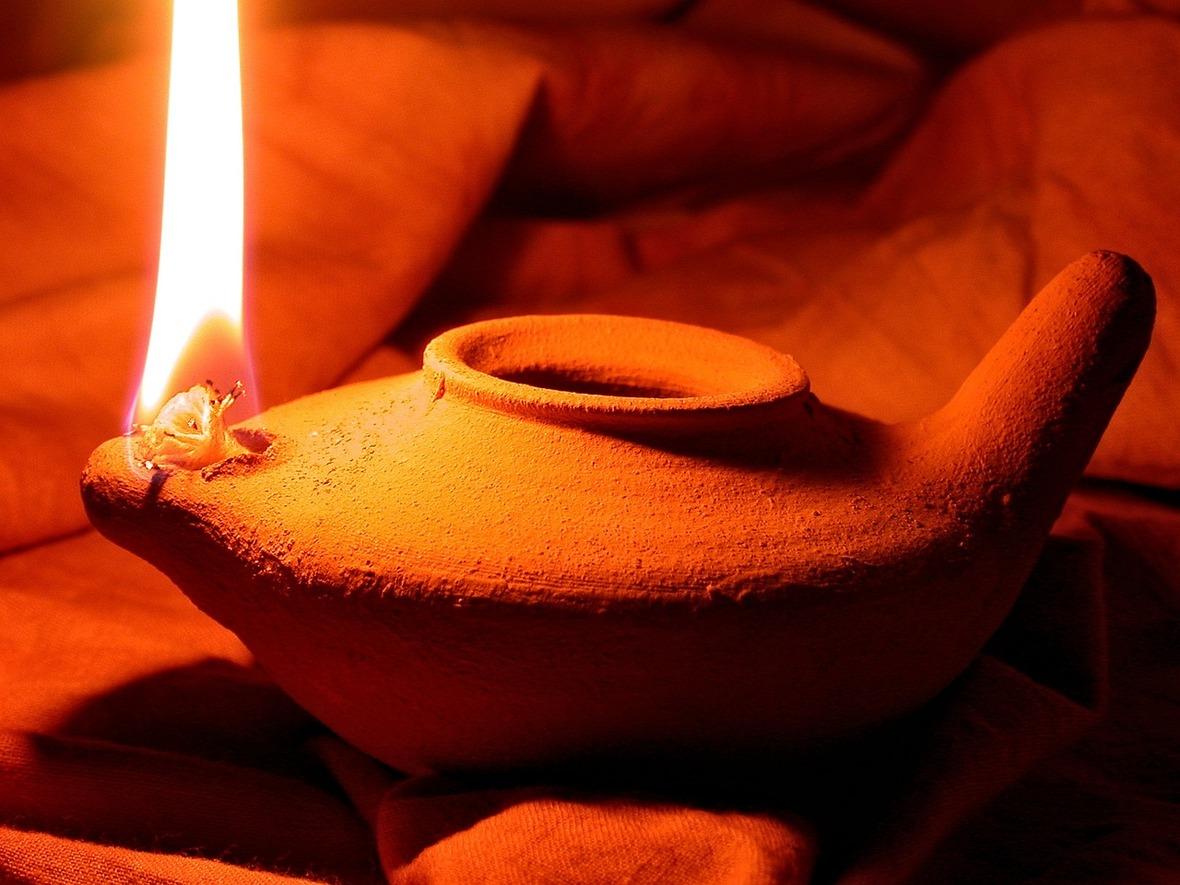 oil-lamp-1346754 1280