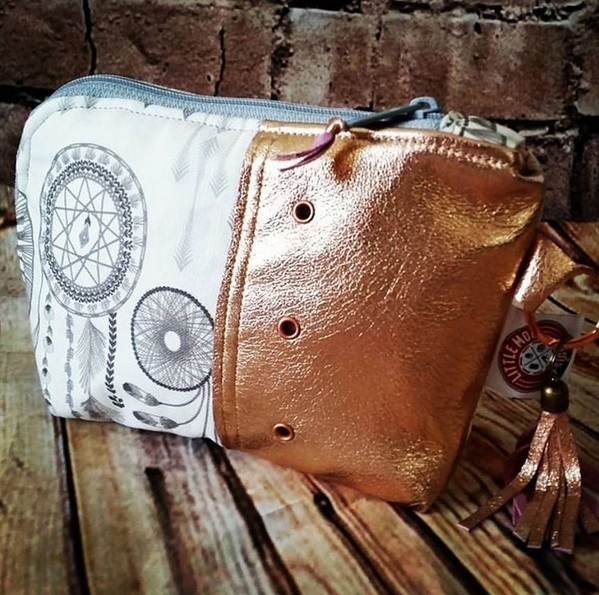 Turnabout Pouch in Coyote Dreamcatcher Fabric