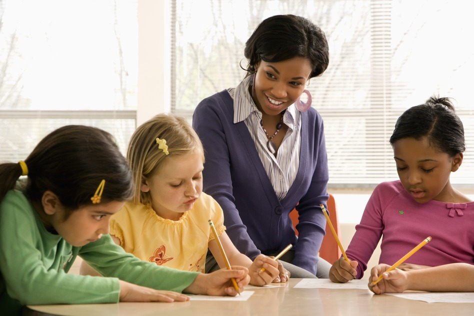 photodune-422704-teacher-helping-students-s