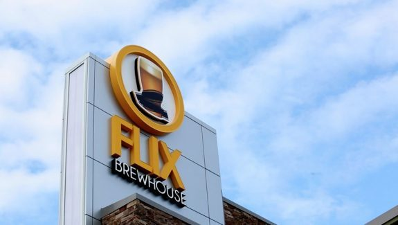 Flix-Brewhouse-photo-courtesy-of-Flix-Entertainment-Group-575x325