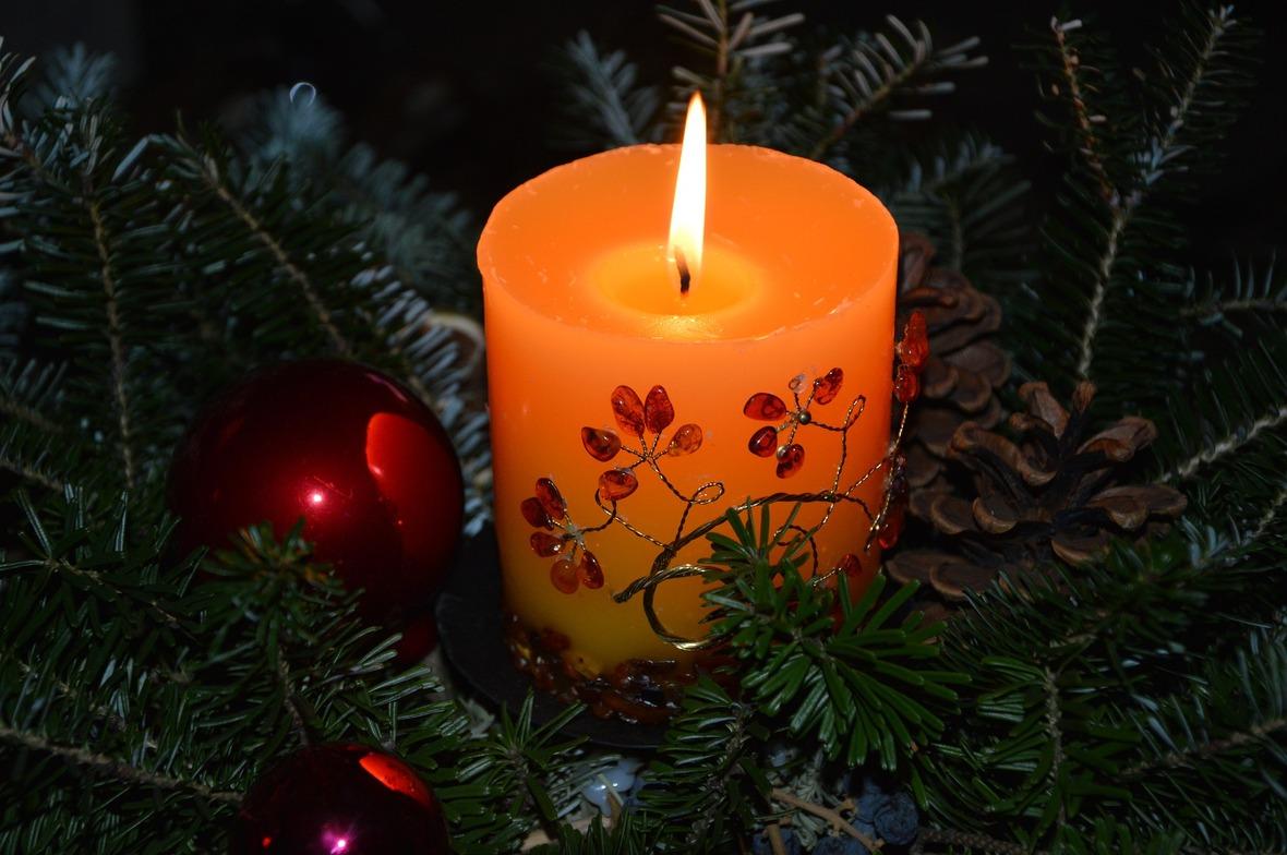 christmas-1075128 1920