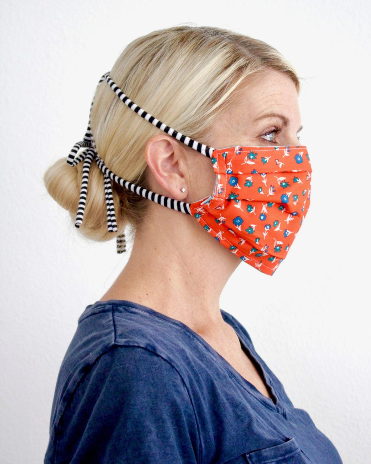 How-to-make-a-face-mask-with-ties-2-1227x1536