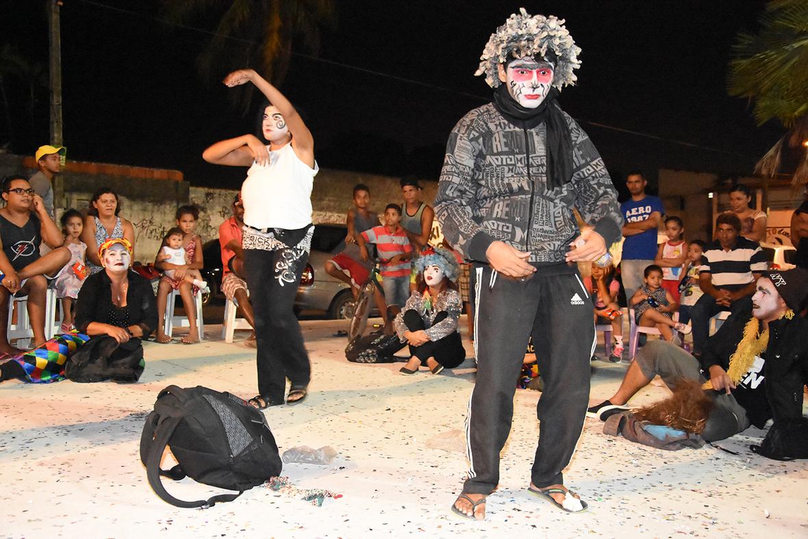 Resultado do Curso Teatro e Cidade com Altemar di Monteiro para a cia. Reinventar no Jardim Jatoba