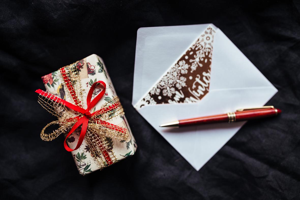 kaboompics.com Gift  pen  Christmas card