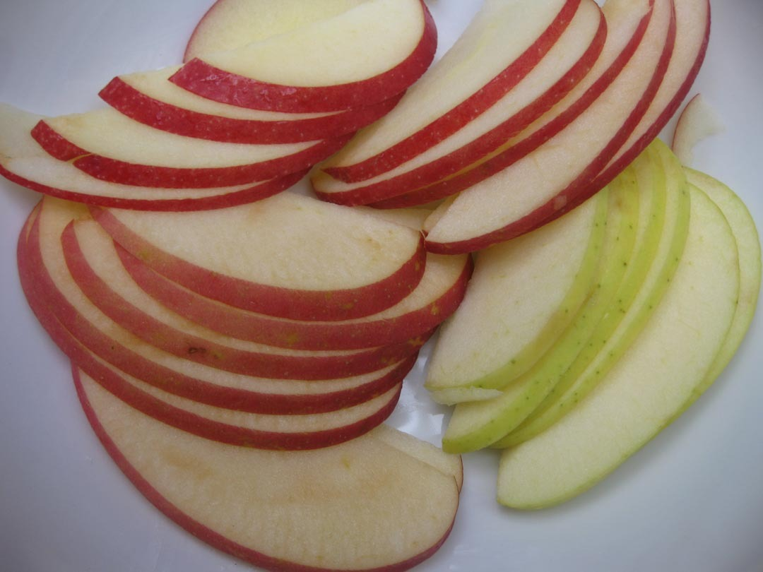 sliced-apples-