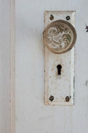 crafts using old door knobs l