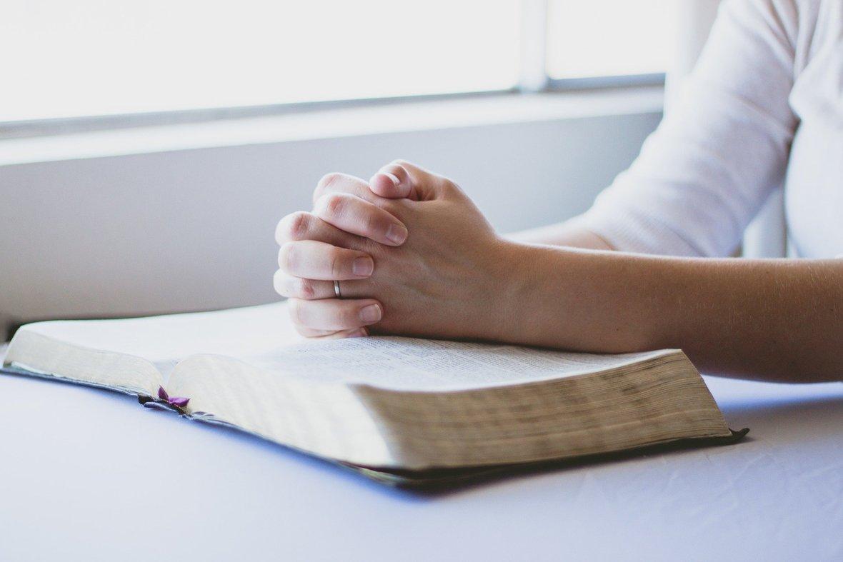 prayer-1308663 1920