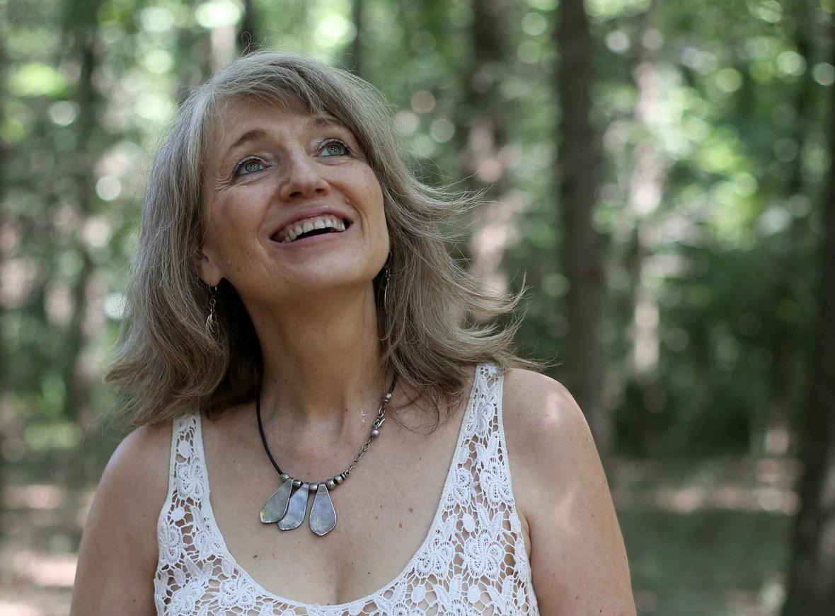 VIRGINIA GAWEL en el bosque recortada 2017