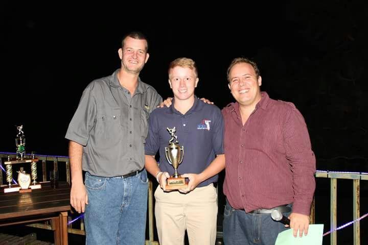 Abrey van Renen ontvang trofee 2