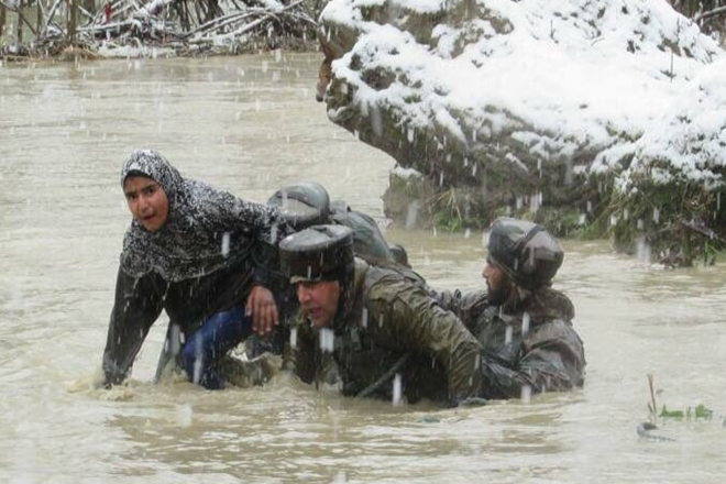 army rescuing a girl in Kashmir - A01