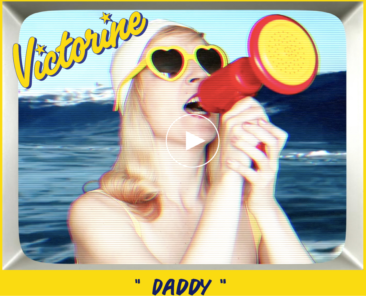 bouton play daddy-02