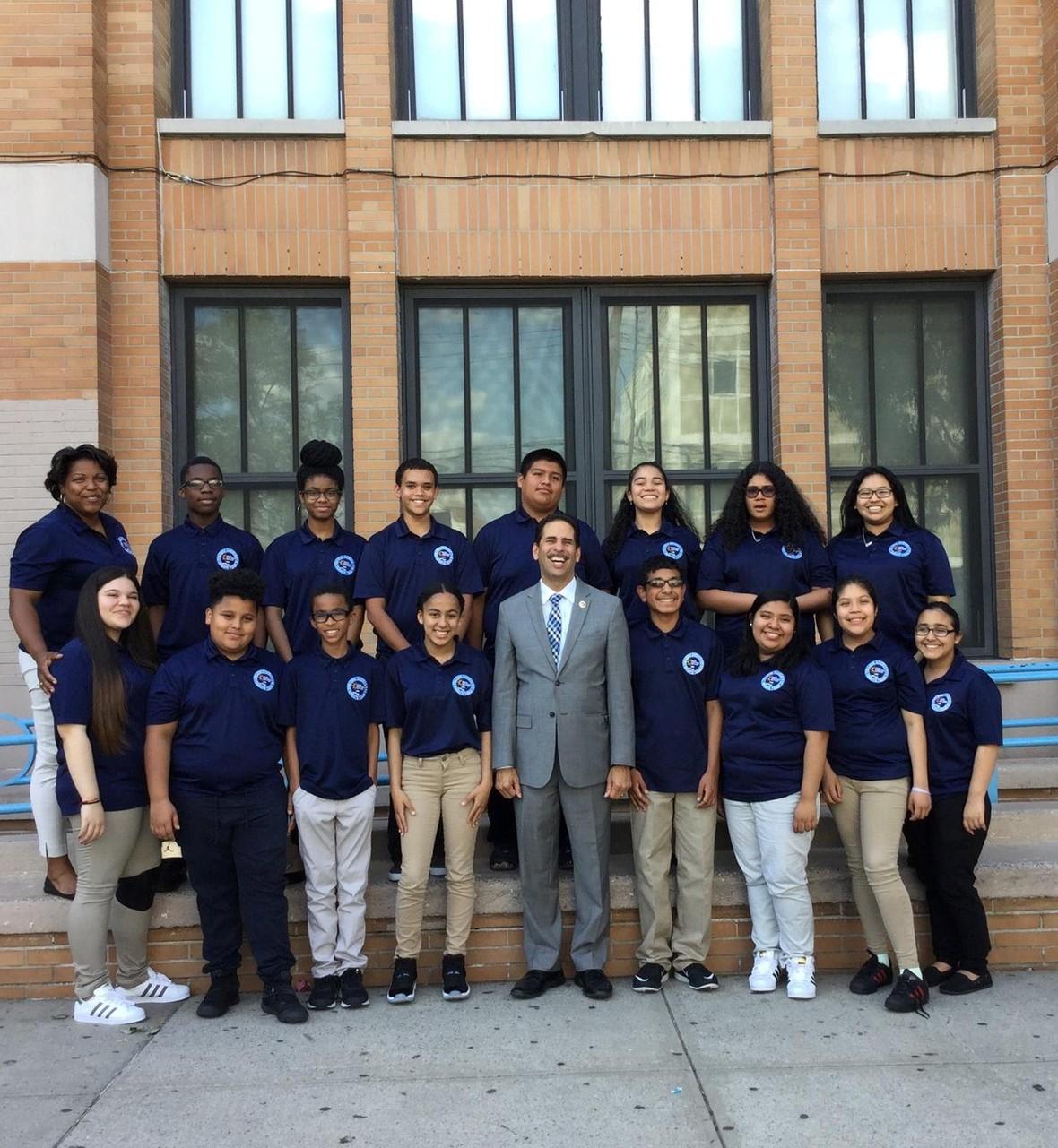 Concejal Fernando Cabrera continúa llevando más recursos a las escuelas del Bronx.