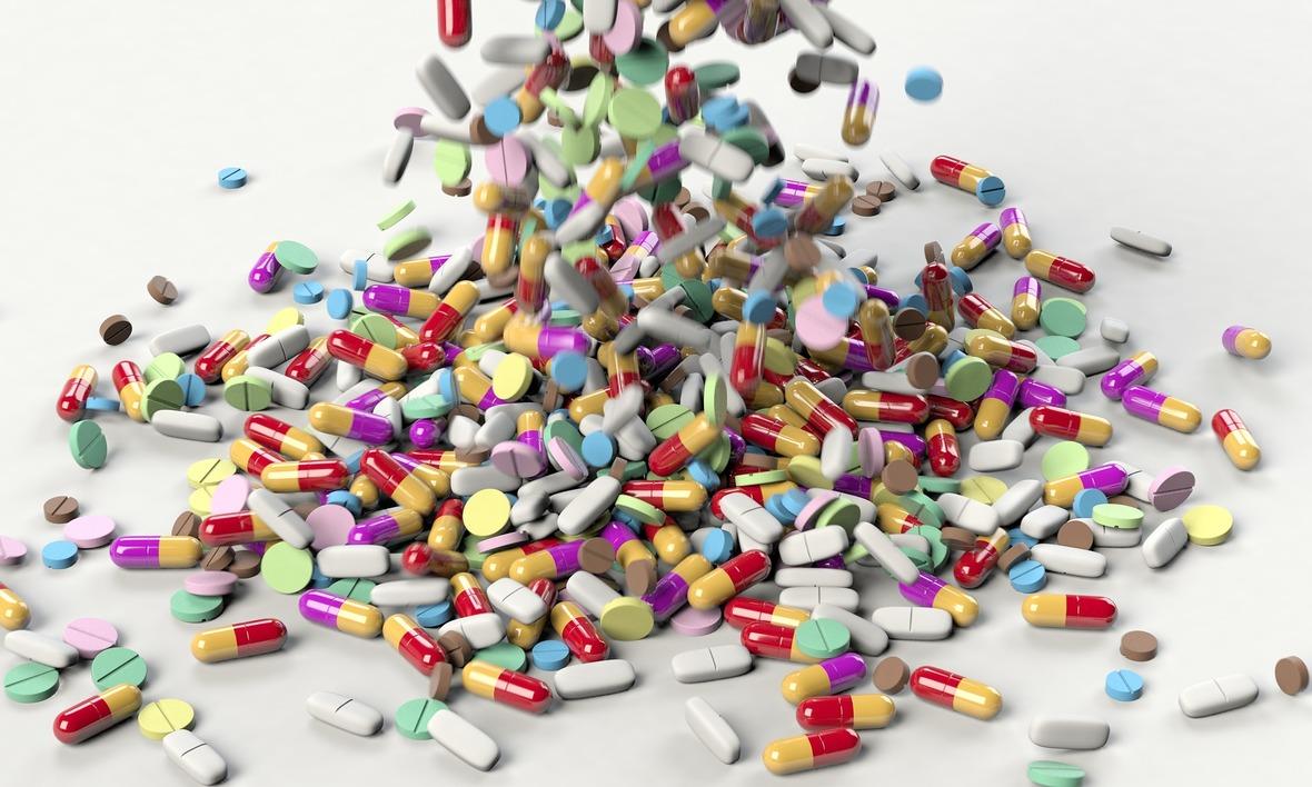 pills-3673645 1920