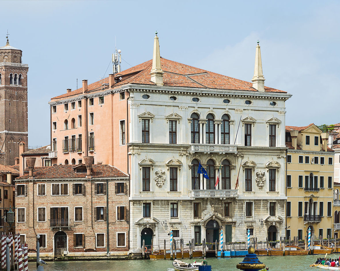 1200px-Palazzo Balbi Venice