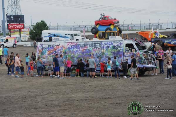 fans-painting-mayhem