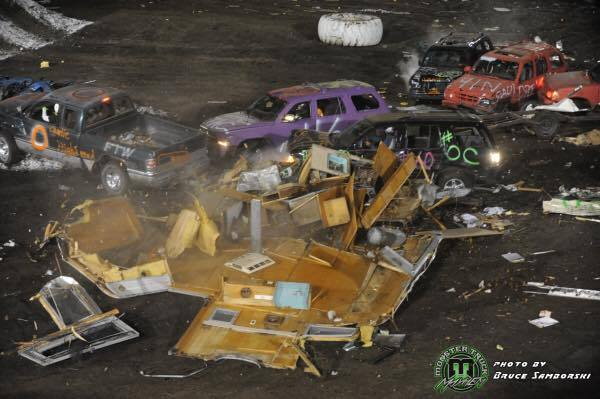 Trailer-race-mess