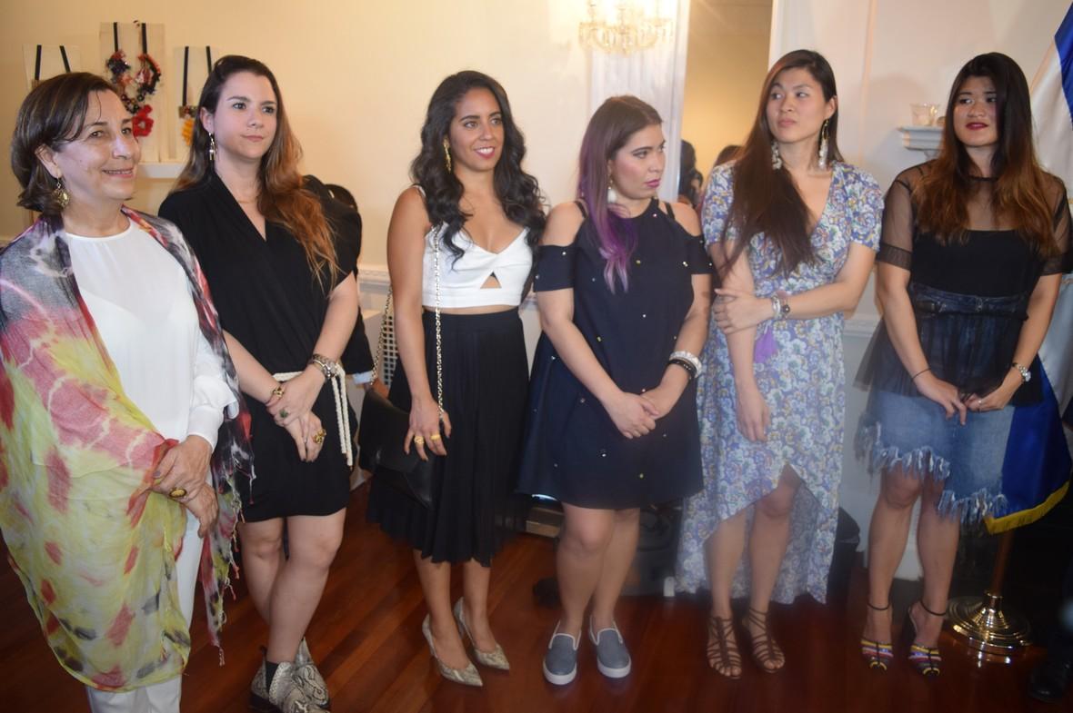 """Diseñadoras Salvadoreñas con gran Éxito en un """"Pop Up Shop"""" del Consulado en NY"""